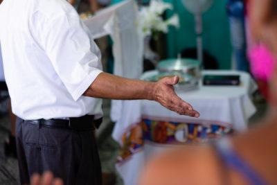 cuba-iglesia-hands-1