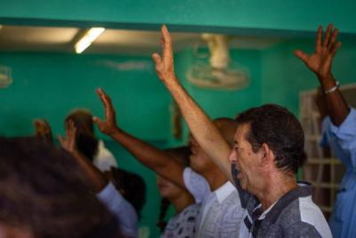 cuba-iglesia-hands-2